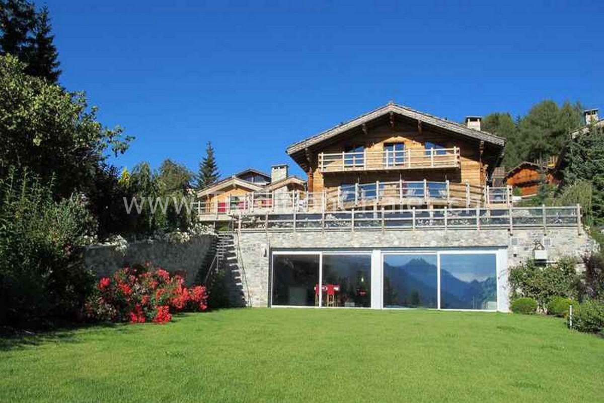 Tradition chalet crans montana valais switzerland for Swiss chalets for sale